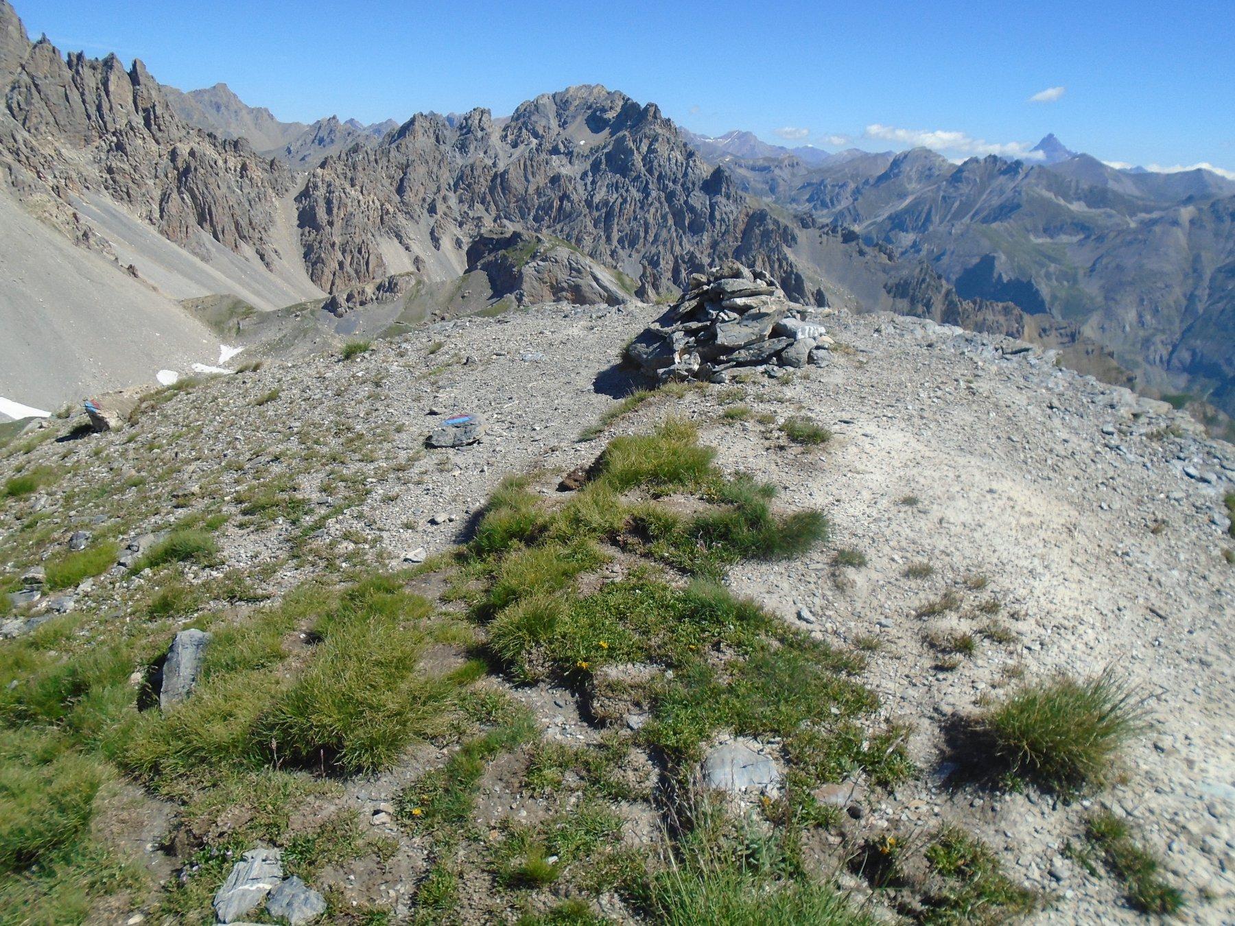 Vetta, a sx La Forcella dove passa il SRC verso Monte Sautron