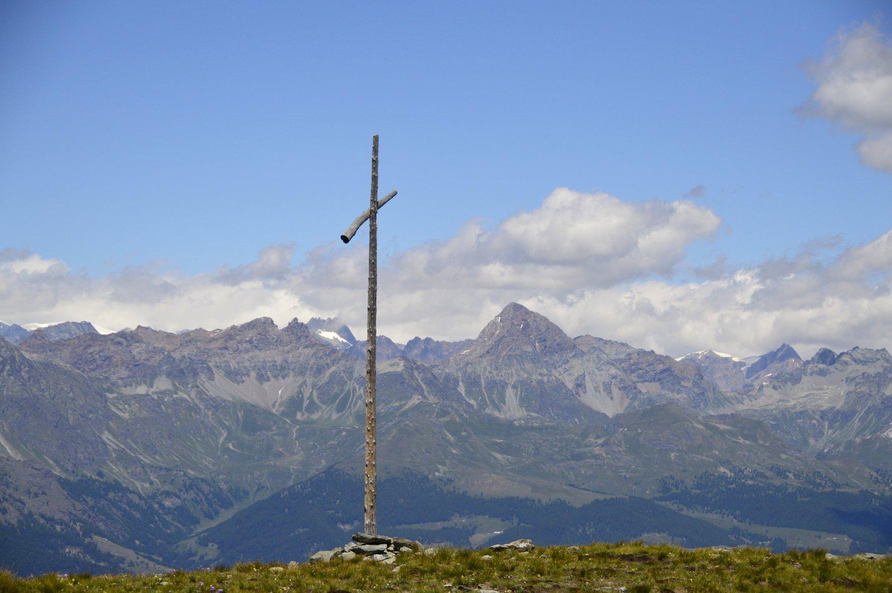 Panorama dalla croce di vetta (a sx il mont Faroma, a dx, l'imponente Becca di Luseney)