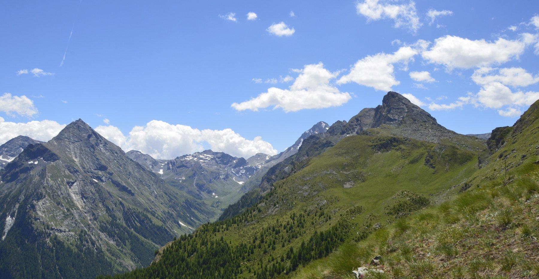 Il mont Rafray (a sx) e il Grand Avert delimitano l'alto vallone di Clavalitè
