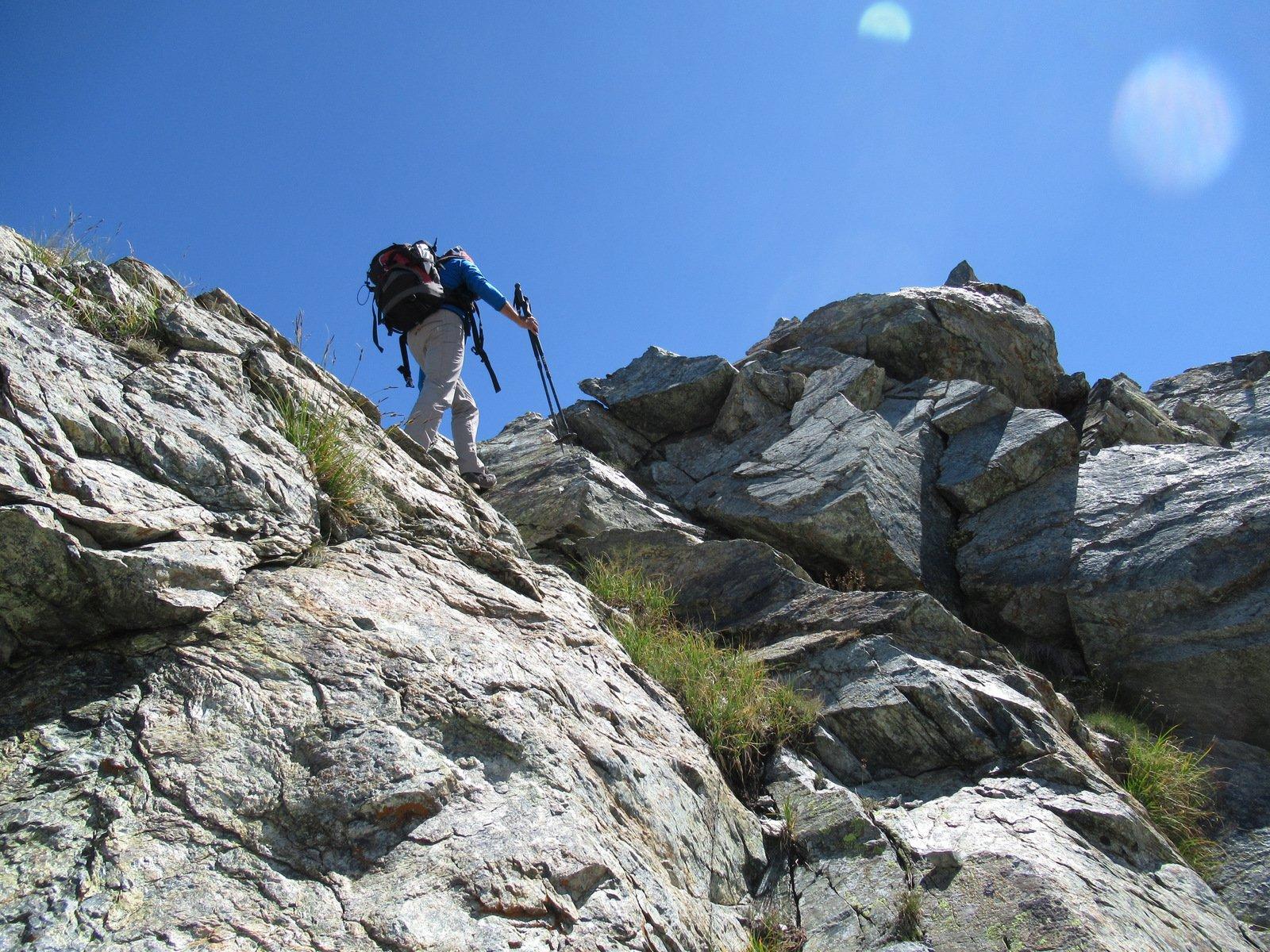 Il ripido scivolo in parte roccioso per raggiungere il punto più alto del Bec Mulere