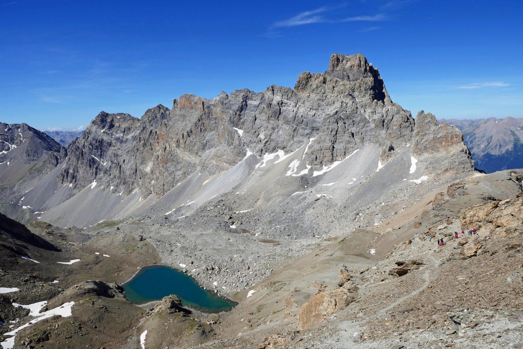 Il cristallino lago del Vallonasso e il Brec de Chambeyron dalla cima...