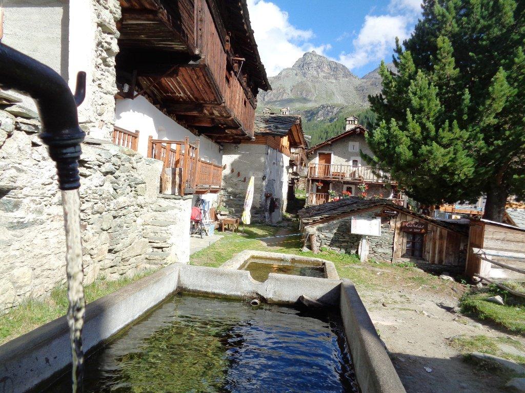 finalmente una fontana a Cuneaz