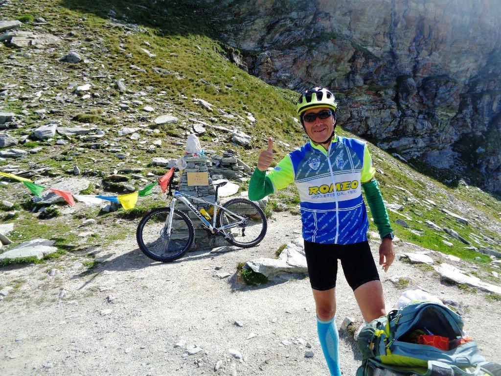 biker del Tour dei Geant al Colle Pinter, 2777m