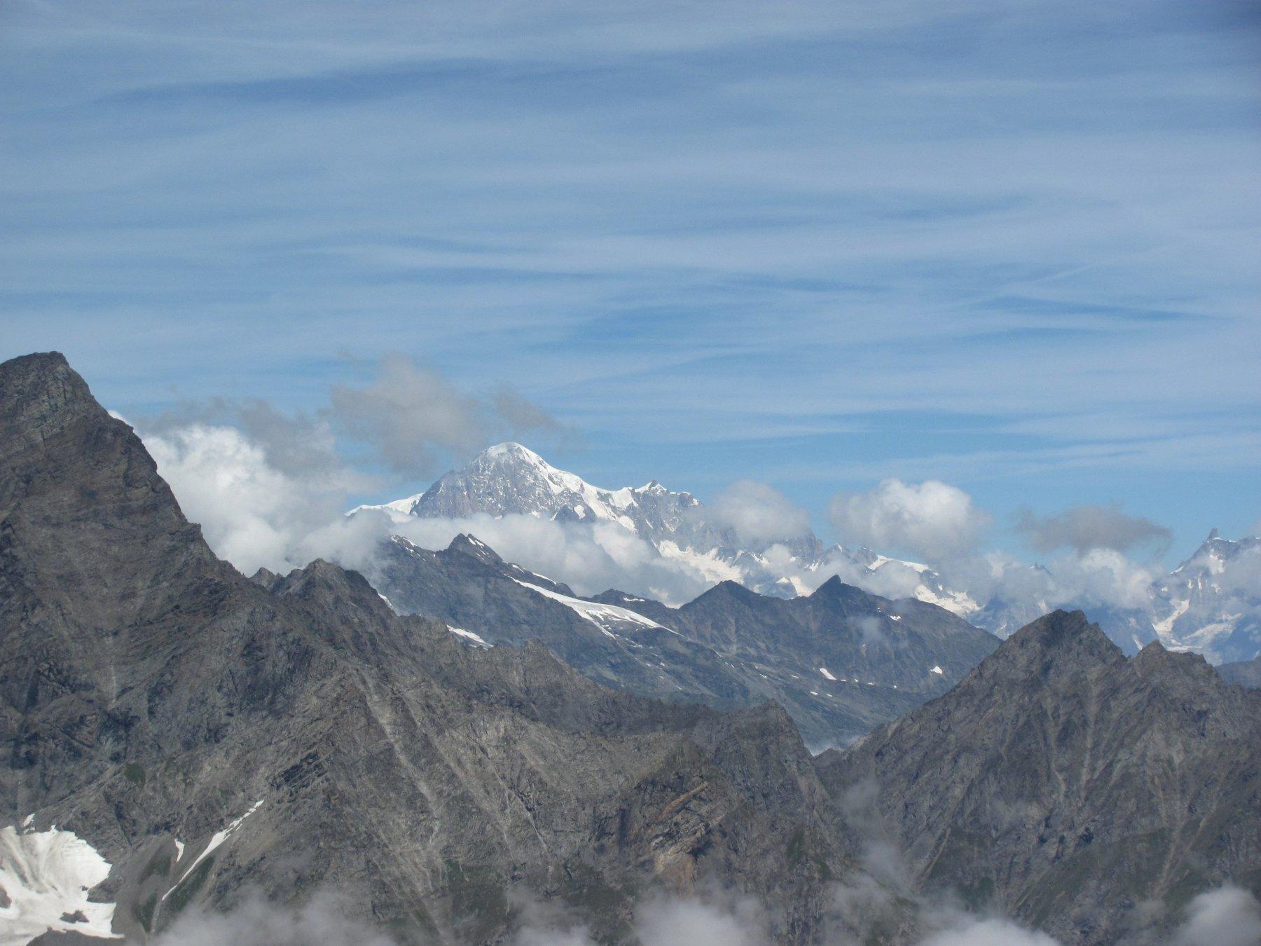 oltre la val di Rhemes: vista su Doravidi e M. Bianco dalla cresta