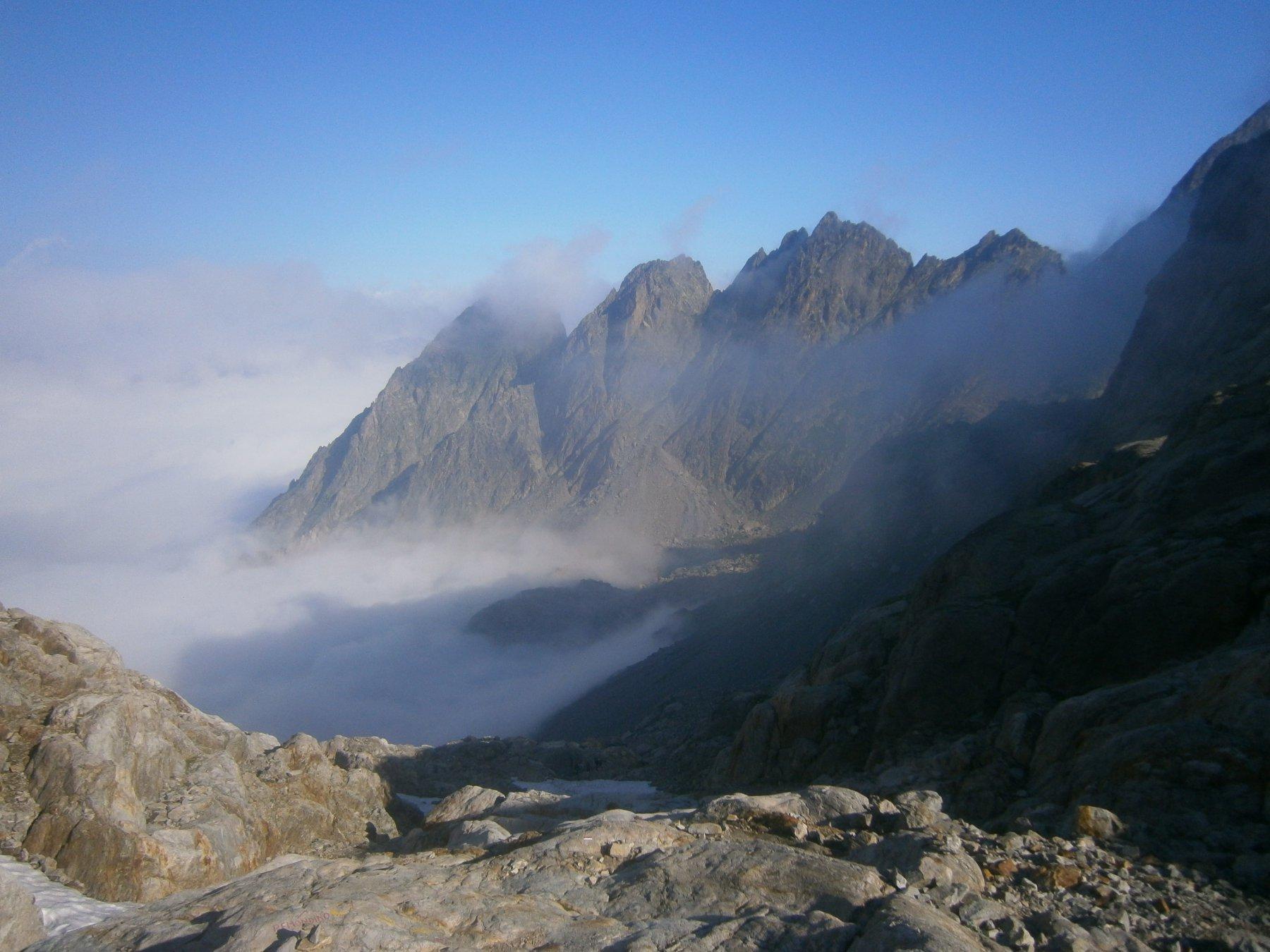 Fuori dalla nebbia, panorama verso valle
