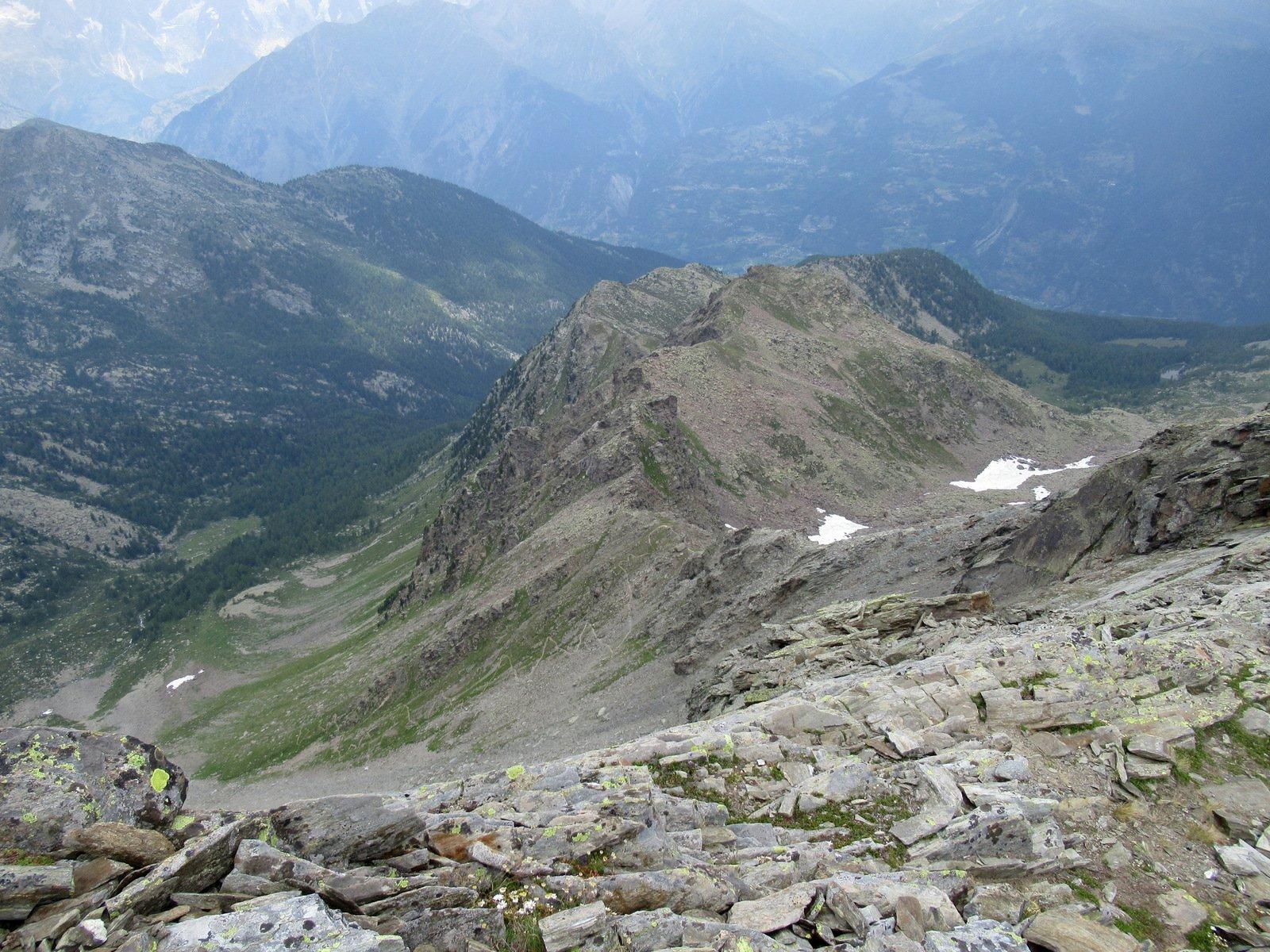 Il sentiero che scende dal colle verso il Vallone di Tillac