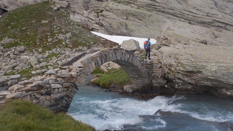 Attraversamento del ponte romano