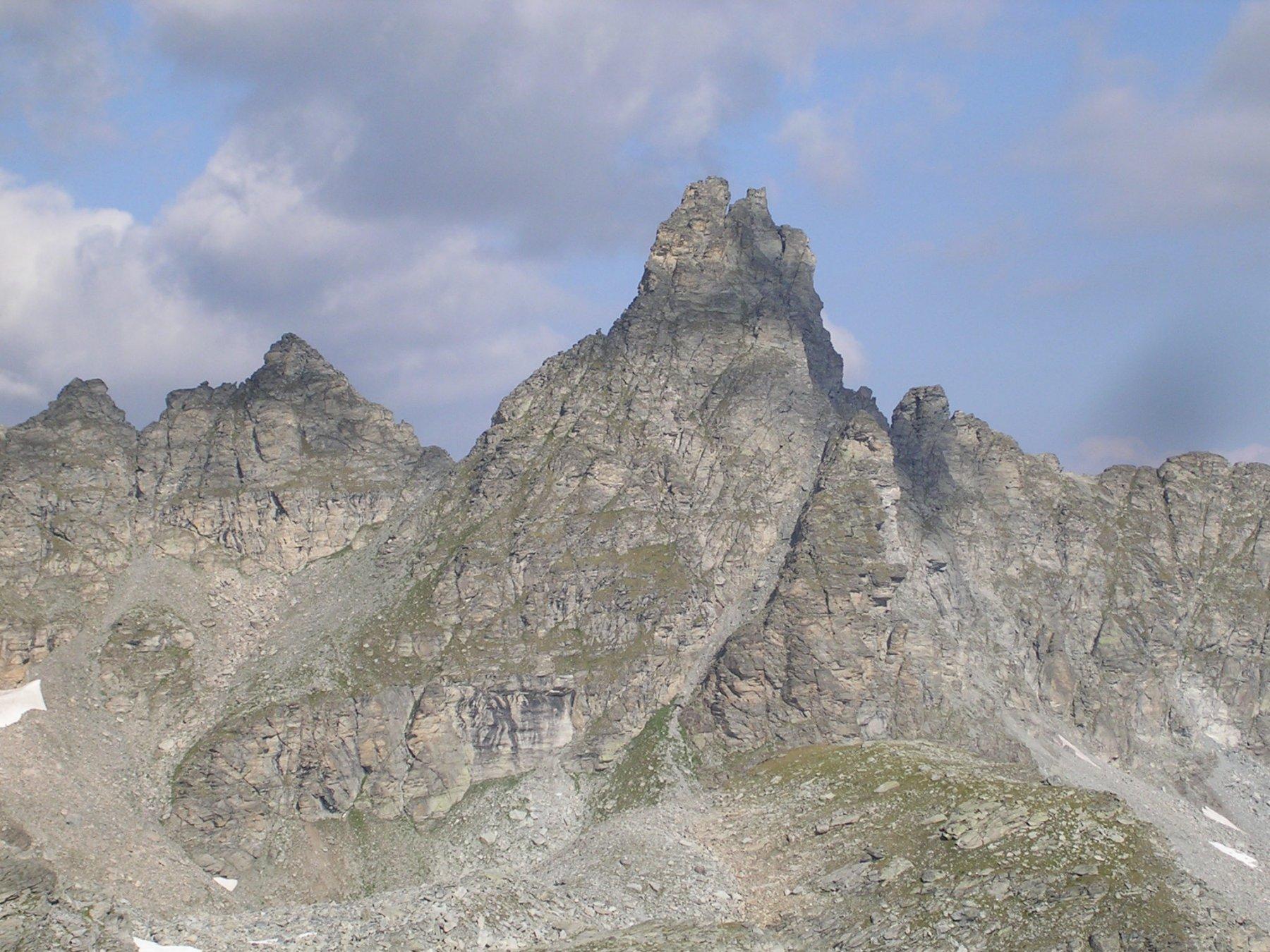Una bella montagna in Francia vista dal colle