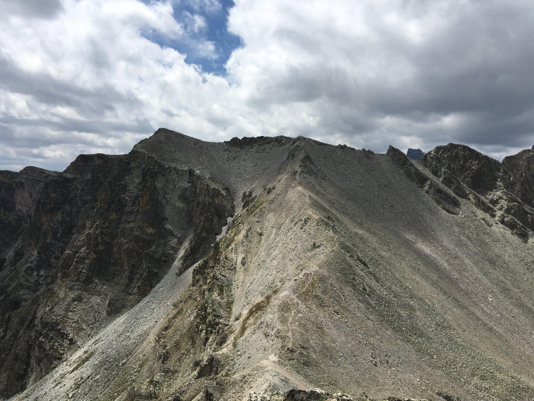 Dal Ciabrera, vista sul Cialancion, a sinistra, con l'evidente sentiero di salita