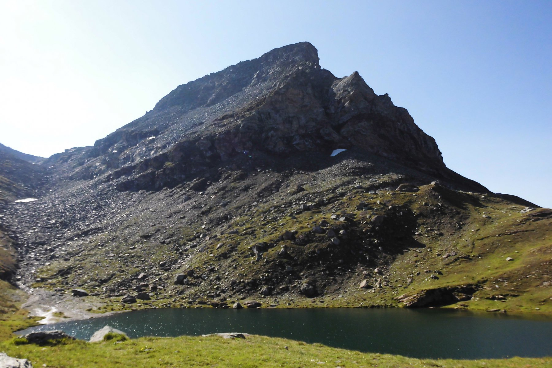 lago Perrin e punta omonima