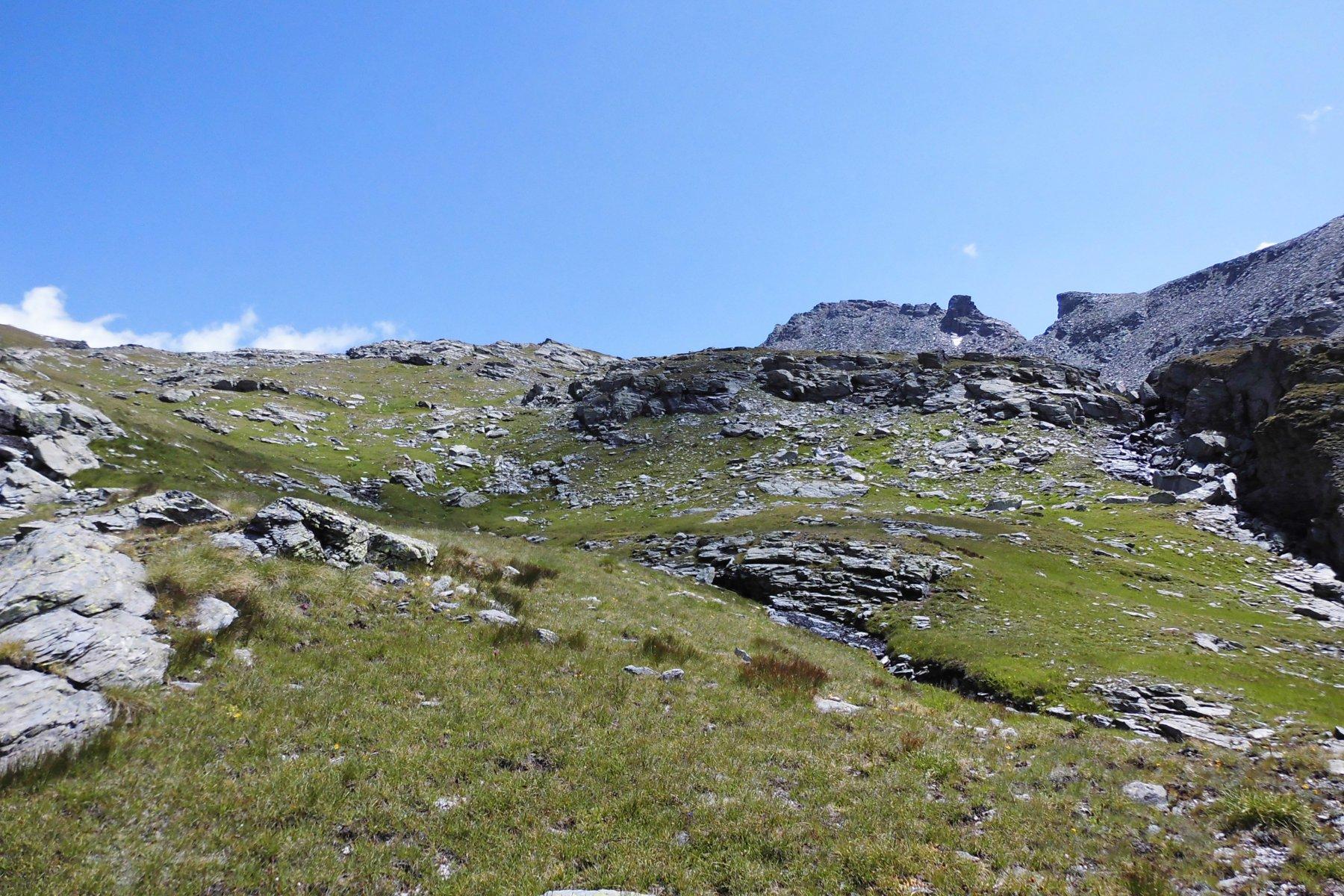 Alto vallone di Mascognaz, sullo sfondo il Corno Vitello