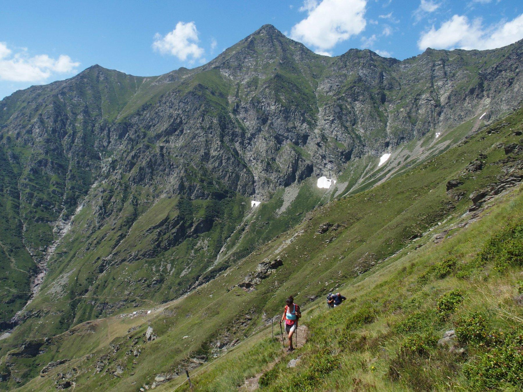 Il traverso che porta all'Alpe Caugis, sullo sfondo la Cima Cornour