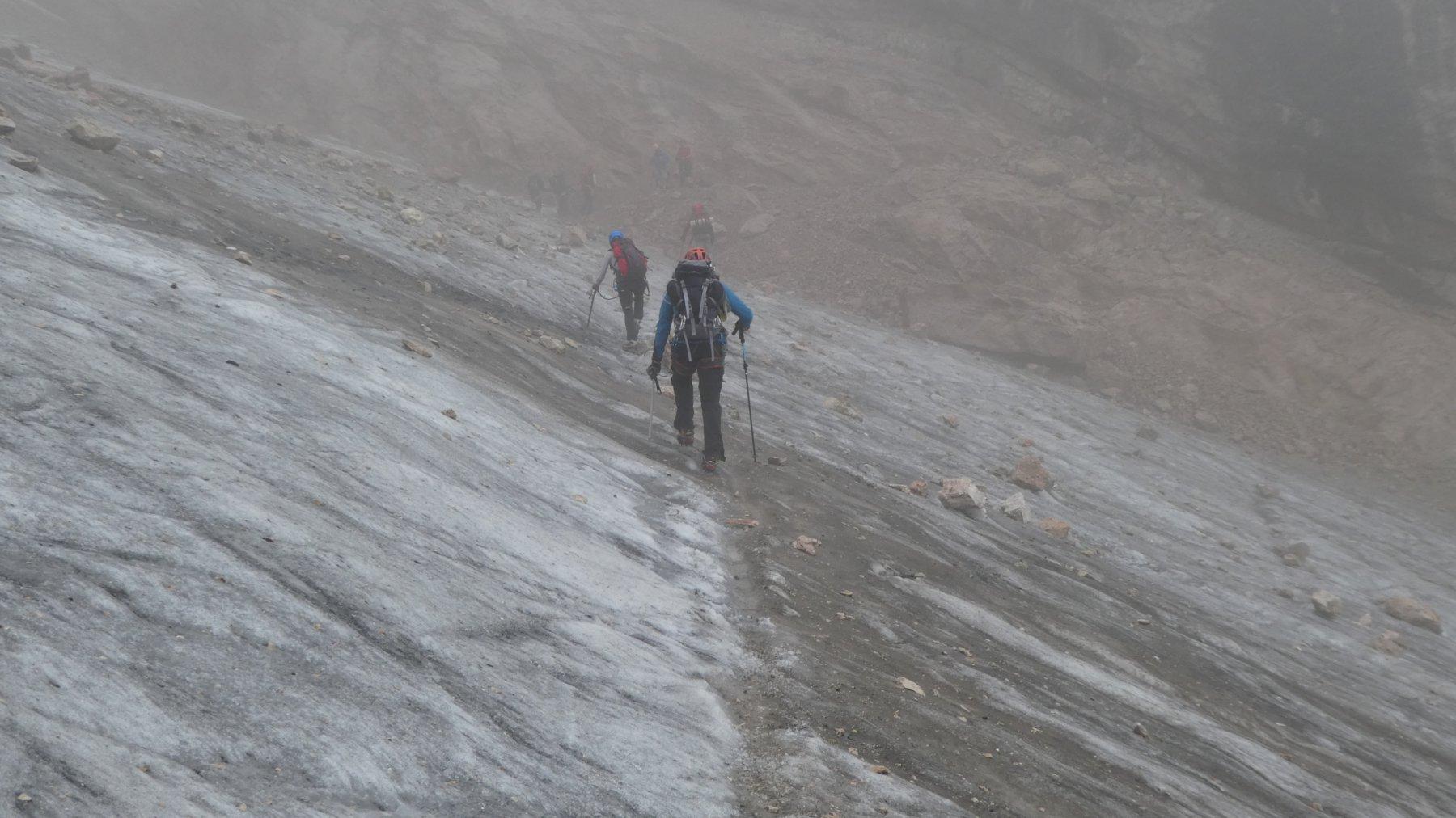 salendo lungo il ghiacciaio del Vernel