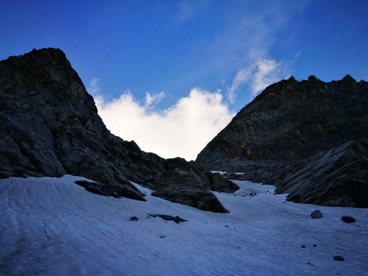 06 - accesso su nevai nel vallone del ghiacciaio di Gay