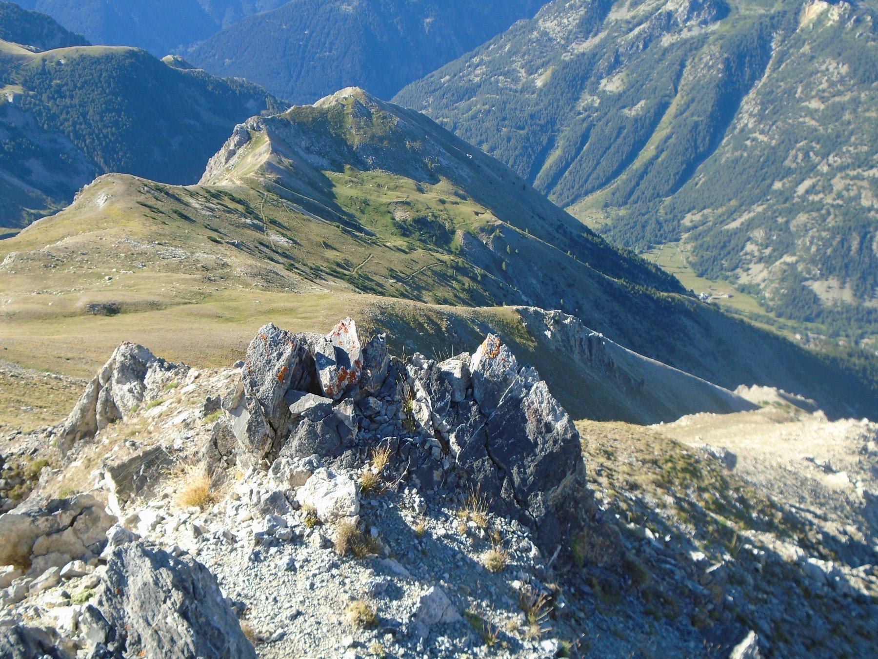 L' ampia dorsale di salita dalla Bassa di Terrarossa