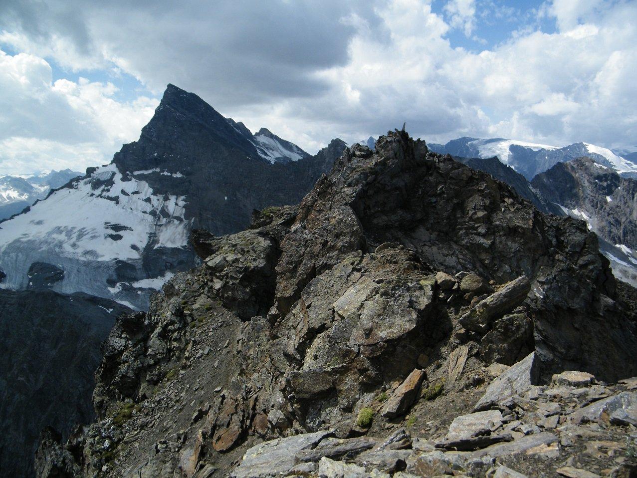 La cima principale vista dalla seconda punta.