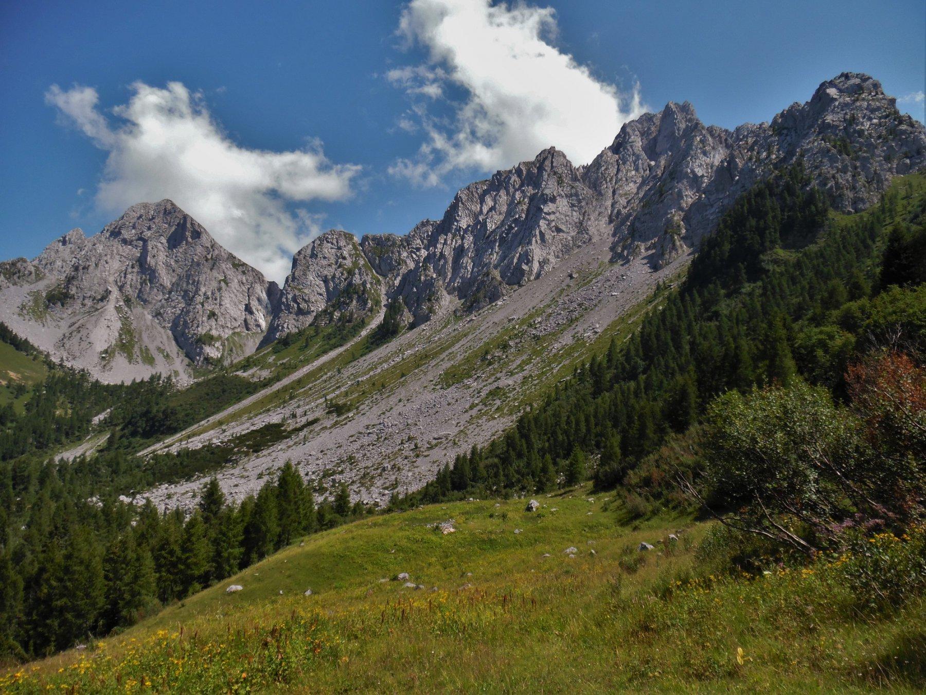 Monte Sossino e Pizzo Camino da Malga Alta di Voia 1777 m