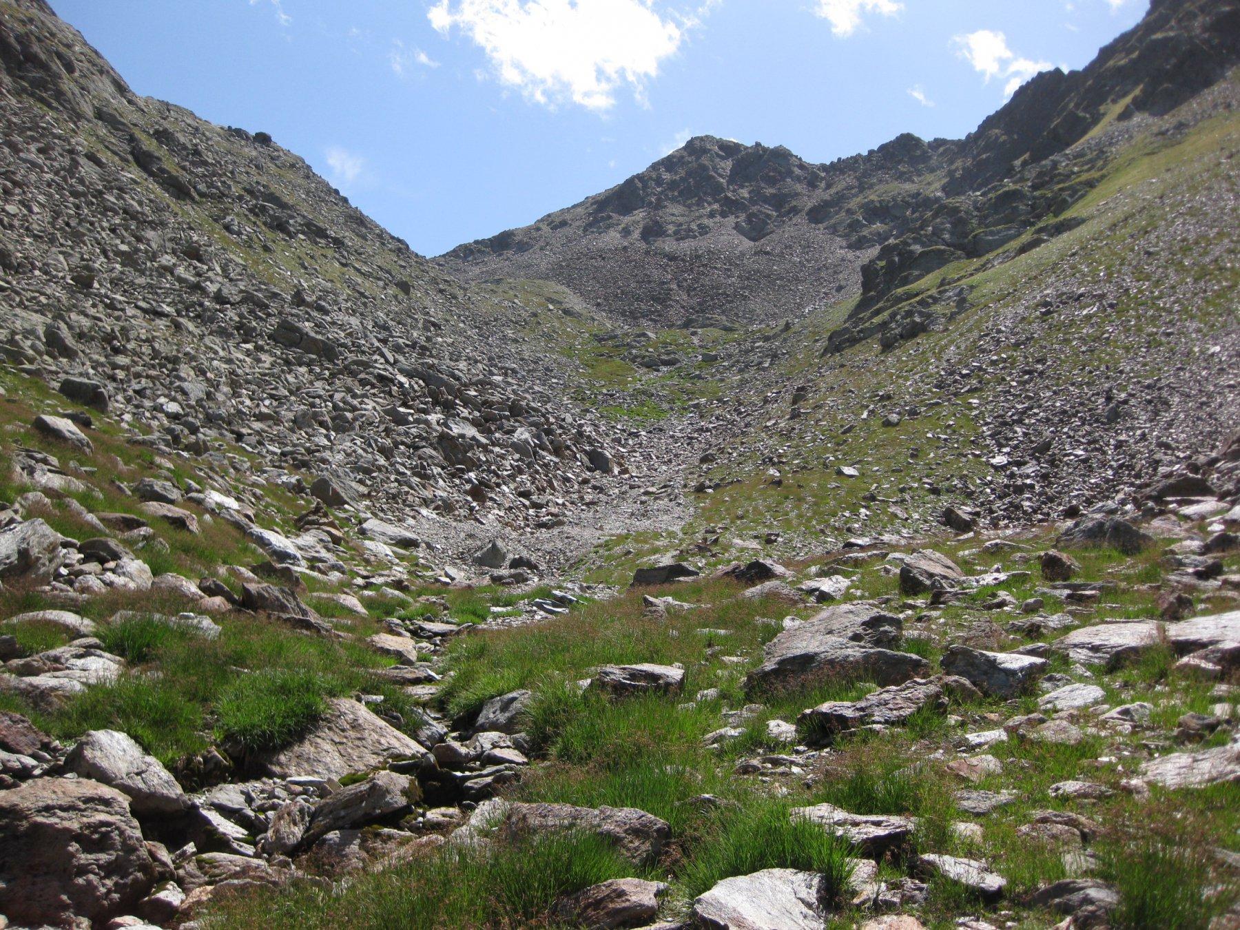 vallone di accesso alla pietraia sotto il laghetto