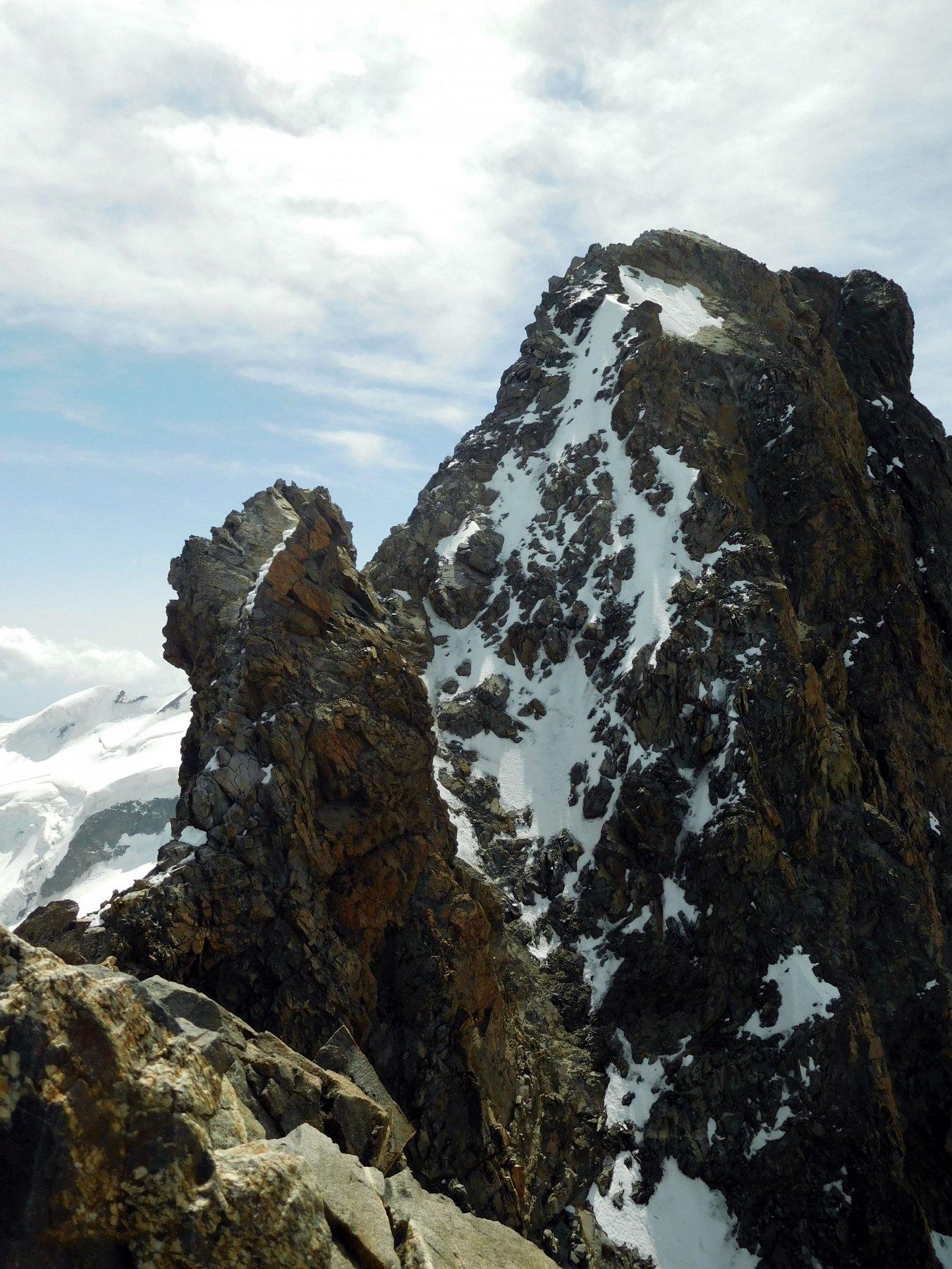 il caratteristico torrione prima della cima
