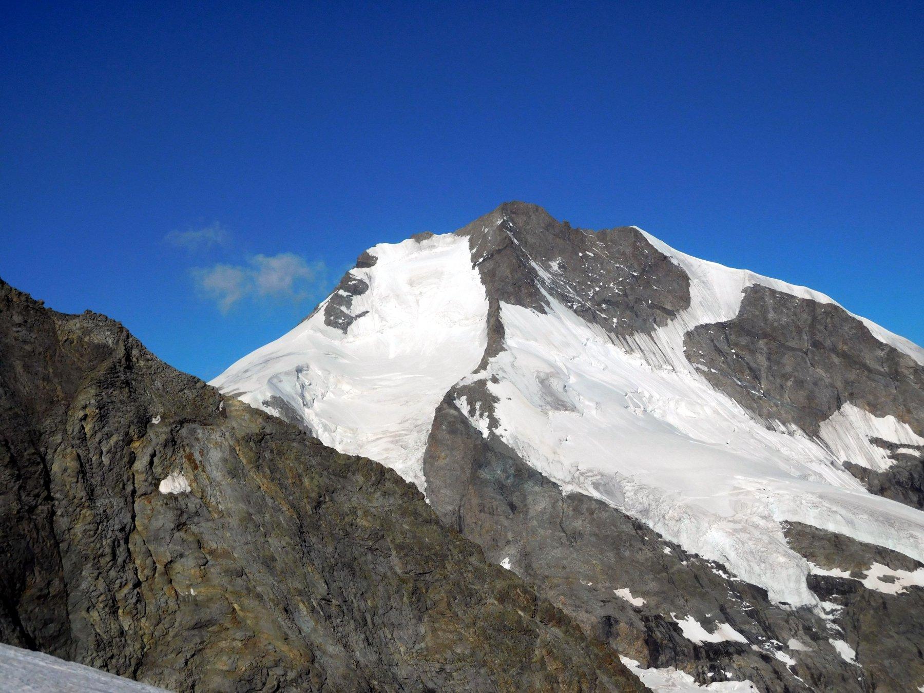 Bernina, a sx la via normale e a dx la Biancograt