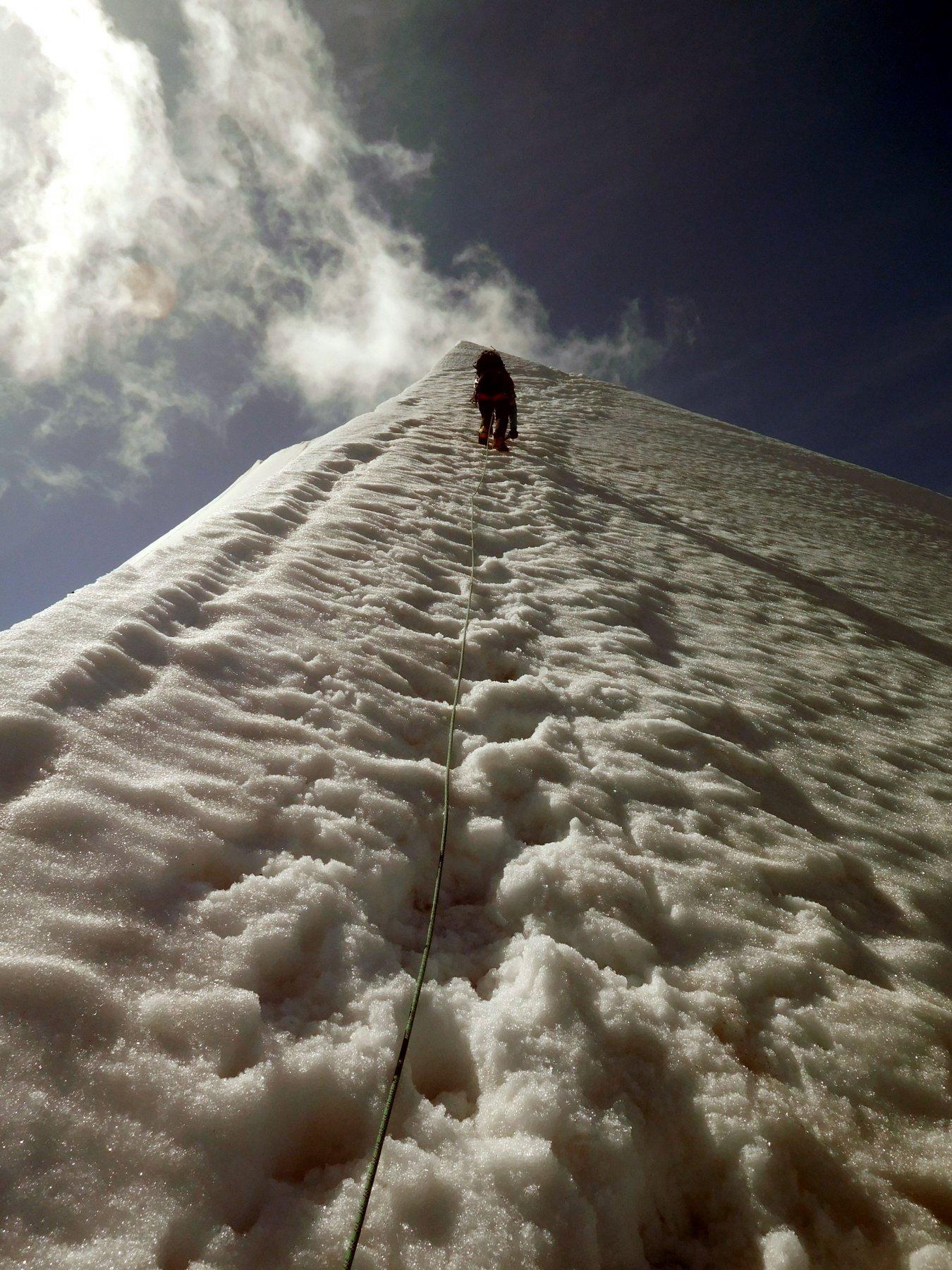 lungo la cresta nevosa