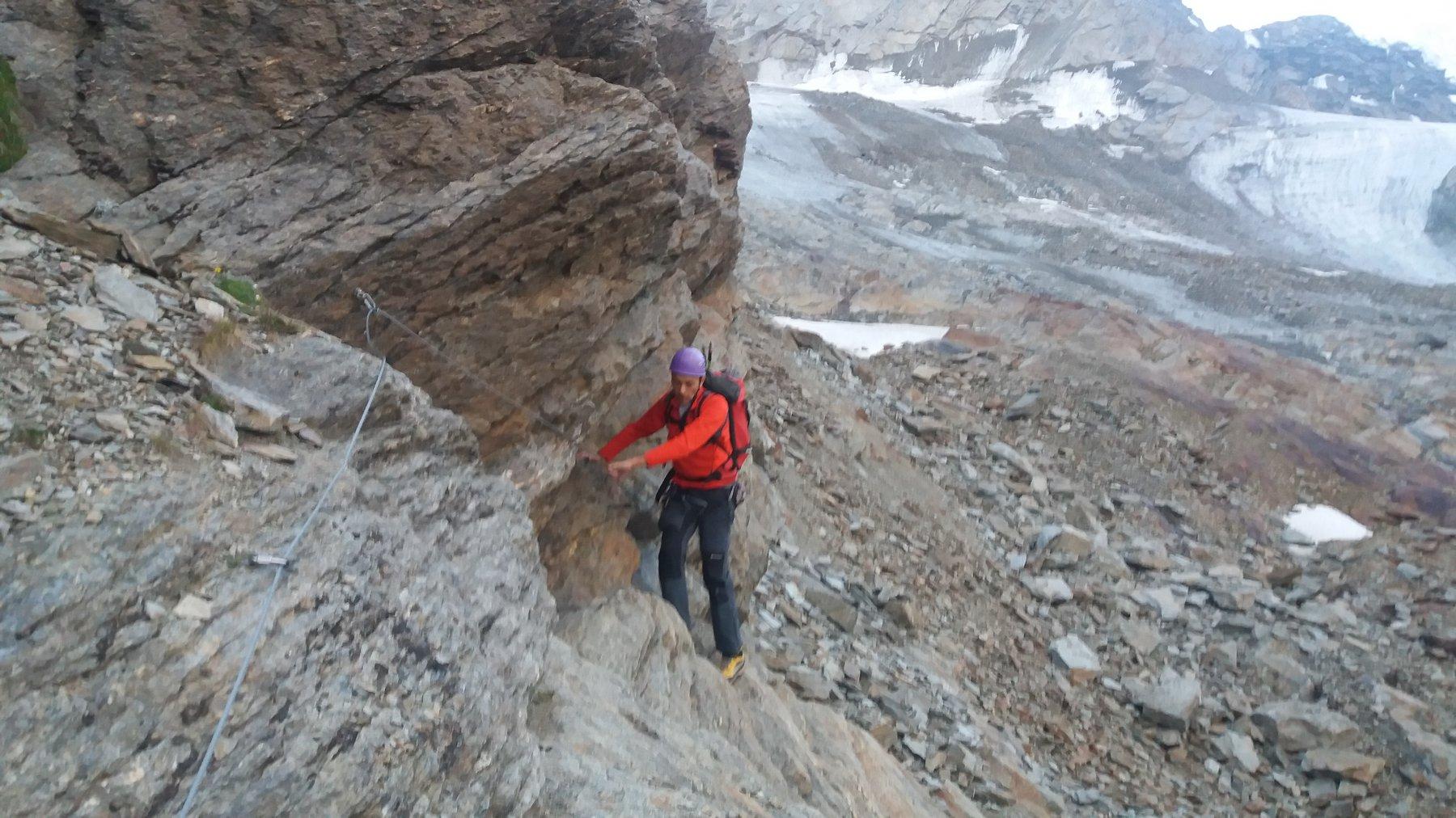 Traverso con cavetto d' acciaio per raggiungere il ghiacciaio