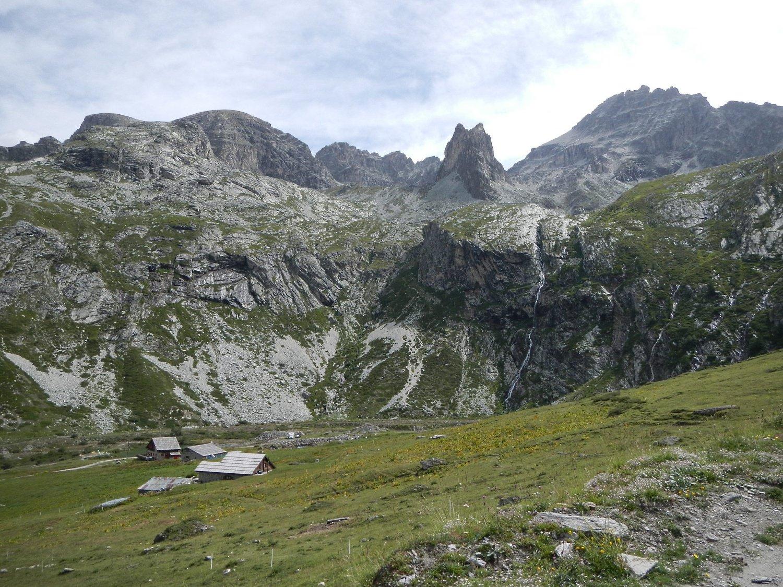 la bella conca dove  si trova il Rifugio Scarfiotti