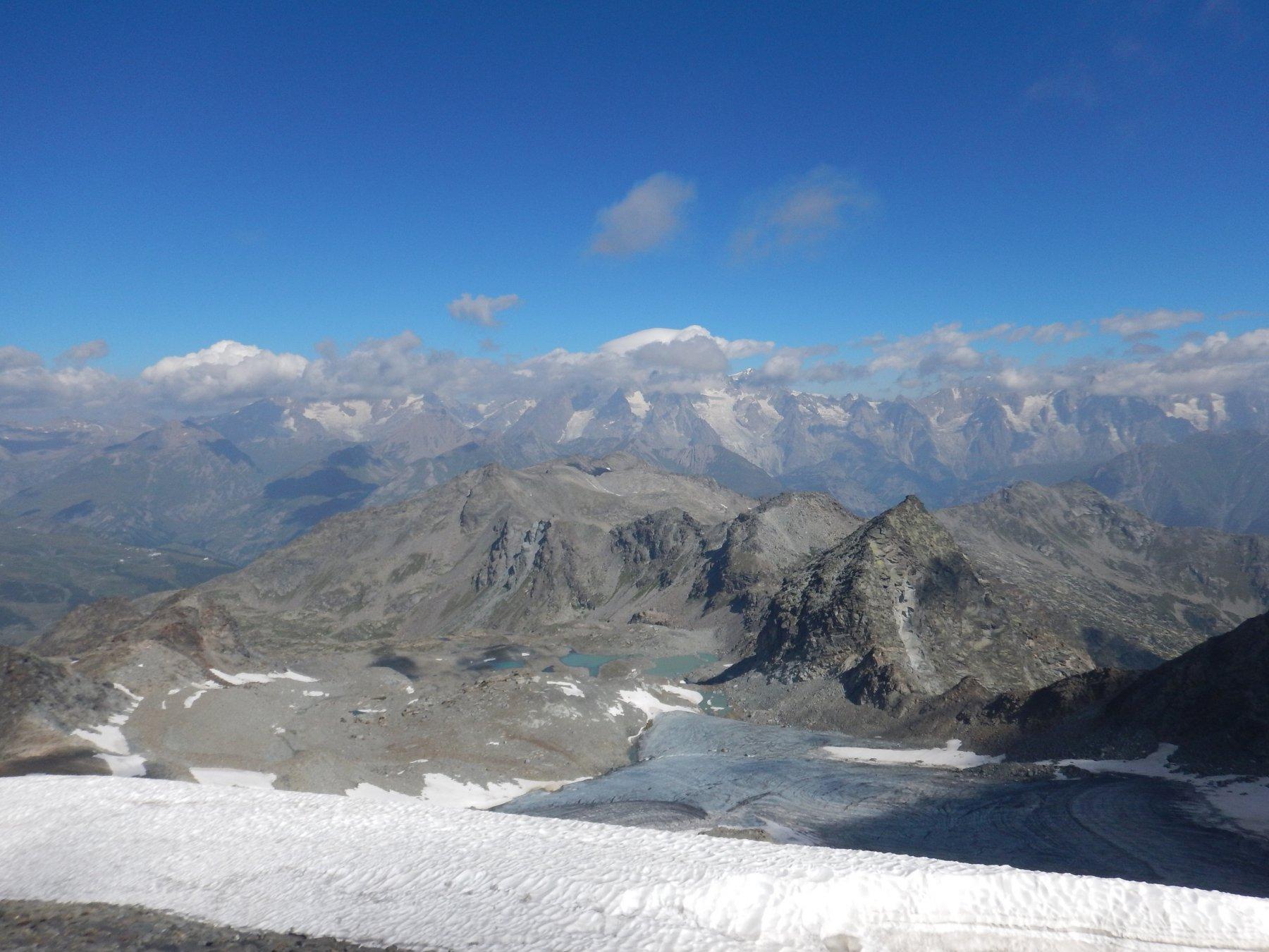 dalla cima il ghiacciaio percorso e i laghi