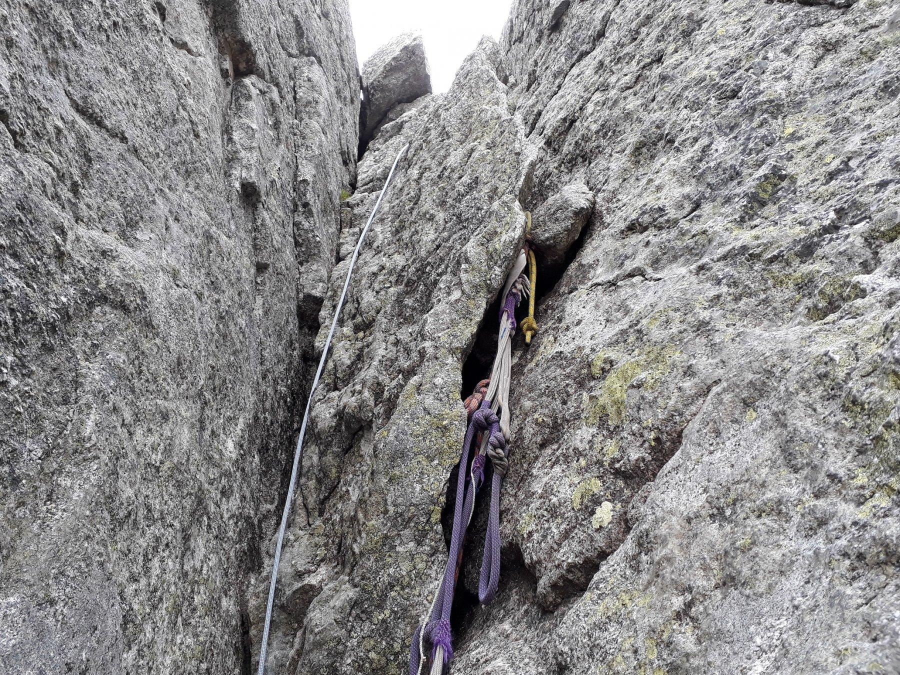 Il caminetto con corda fissa appena sotto la croce Castelli - Piatti