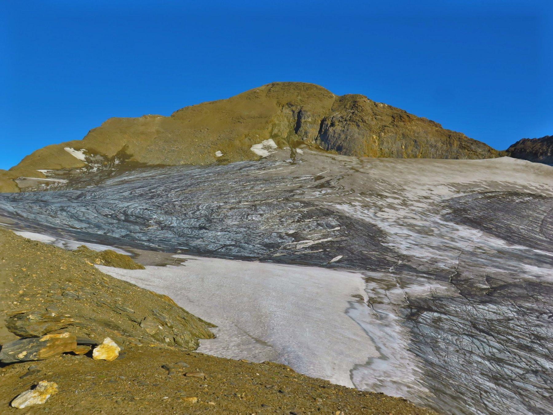 la cima, l'itinerario è sulla cresta a sinistra