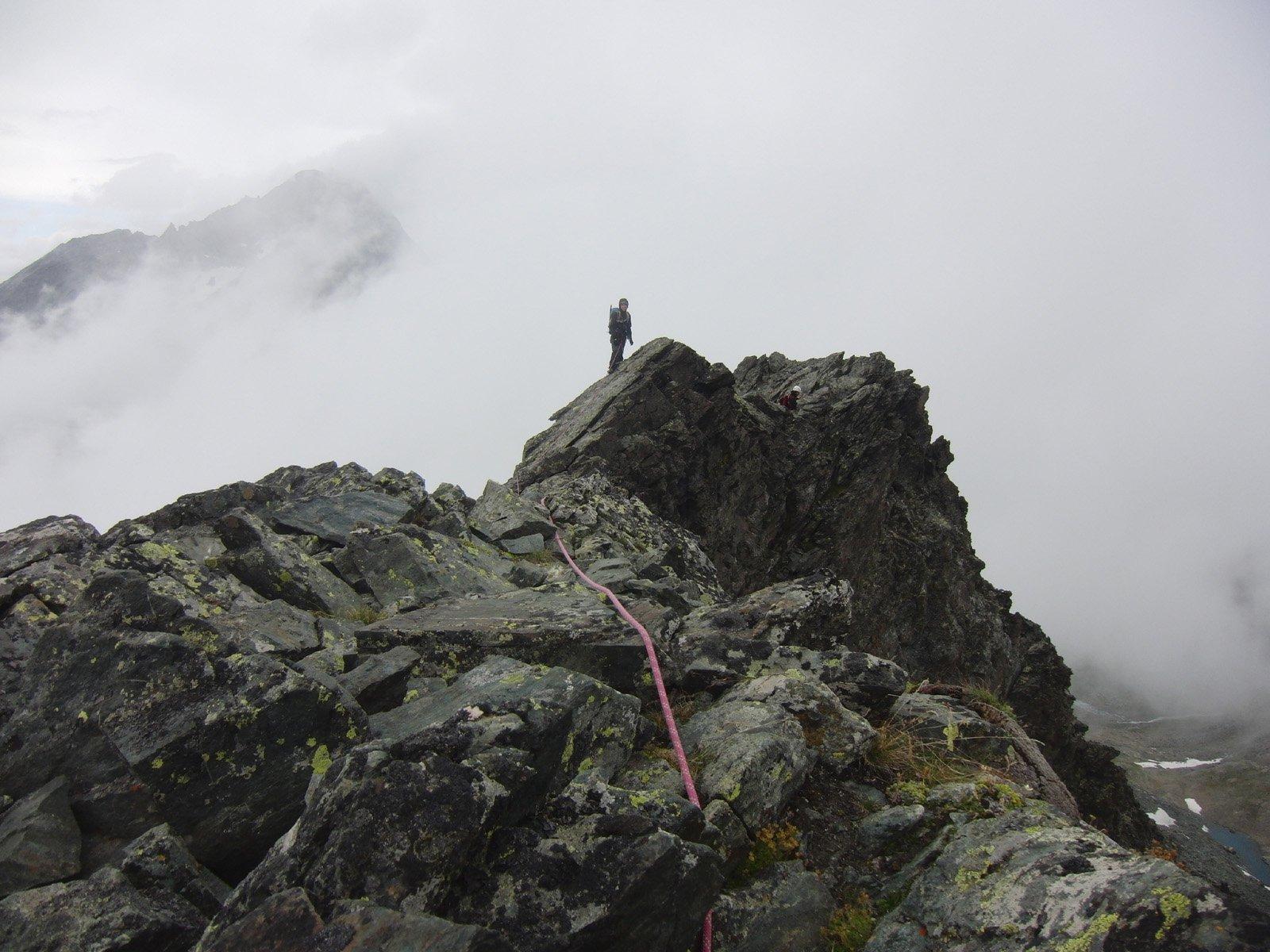 In cresta con nebbia