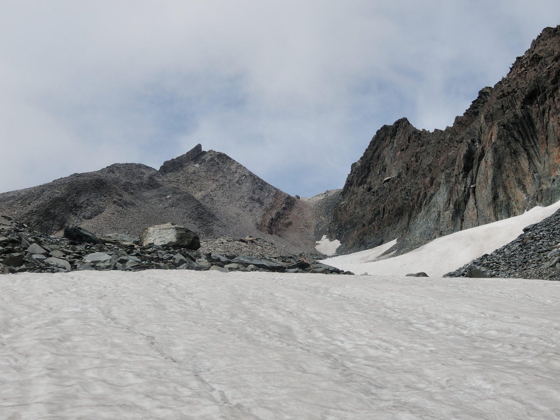 Vallone ancora parzialmente innevato verso il Colle Marani