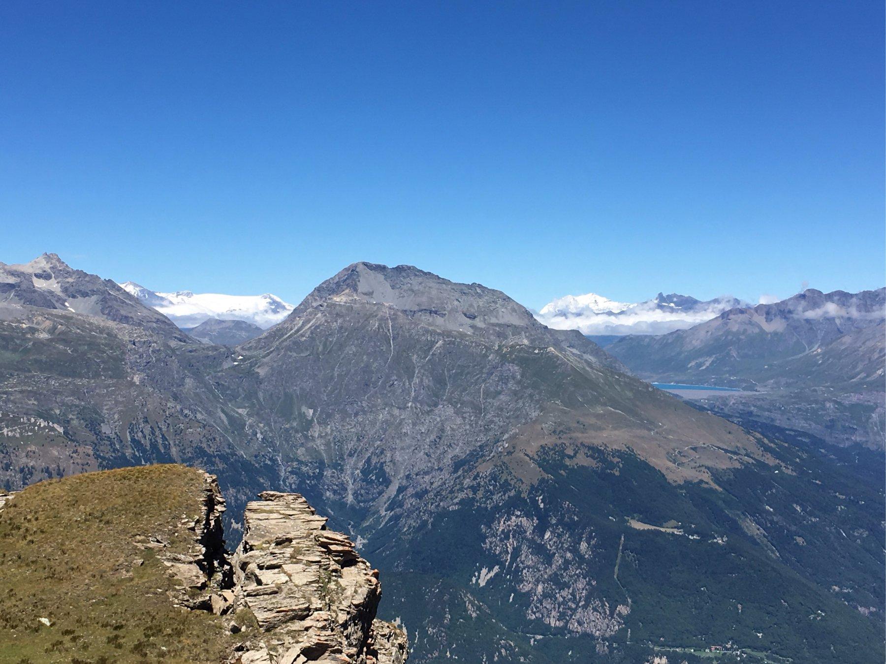 Lago del Moncenisio e dietro i ghiacciai francesi