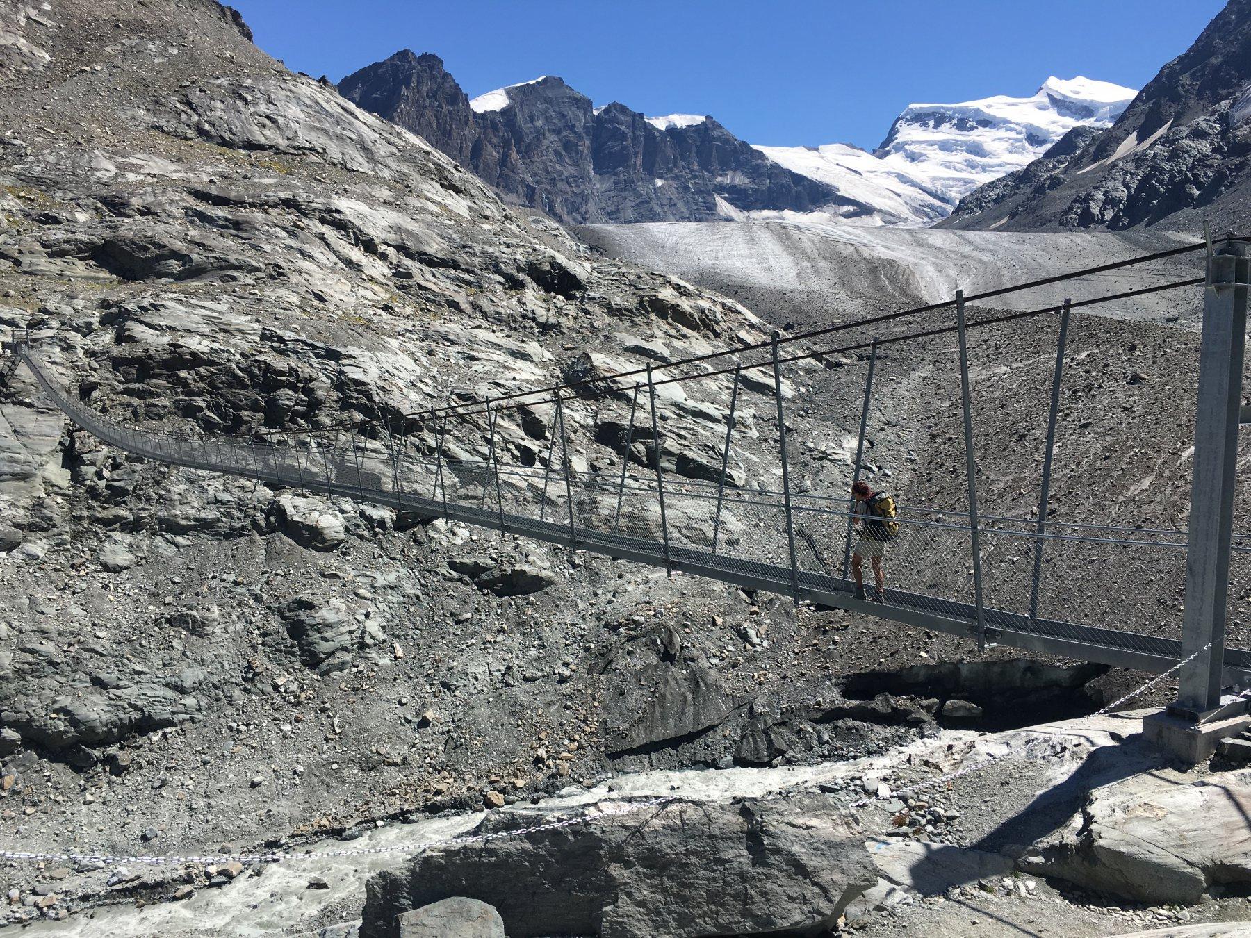 Il ponte sul ghiacciaio di Courbassiere