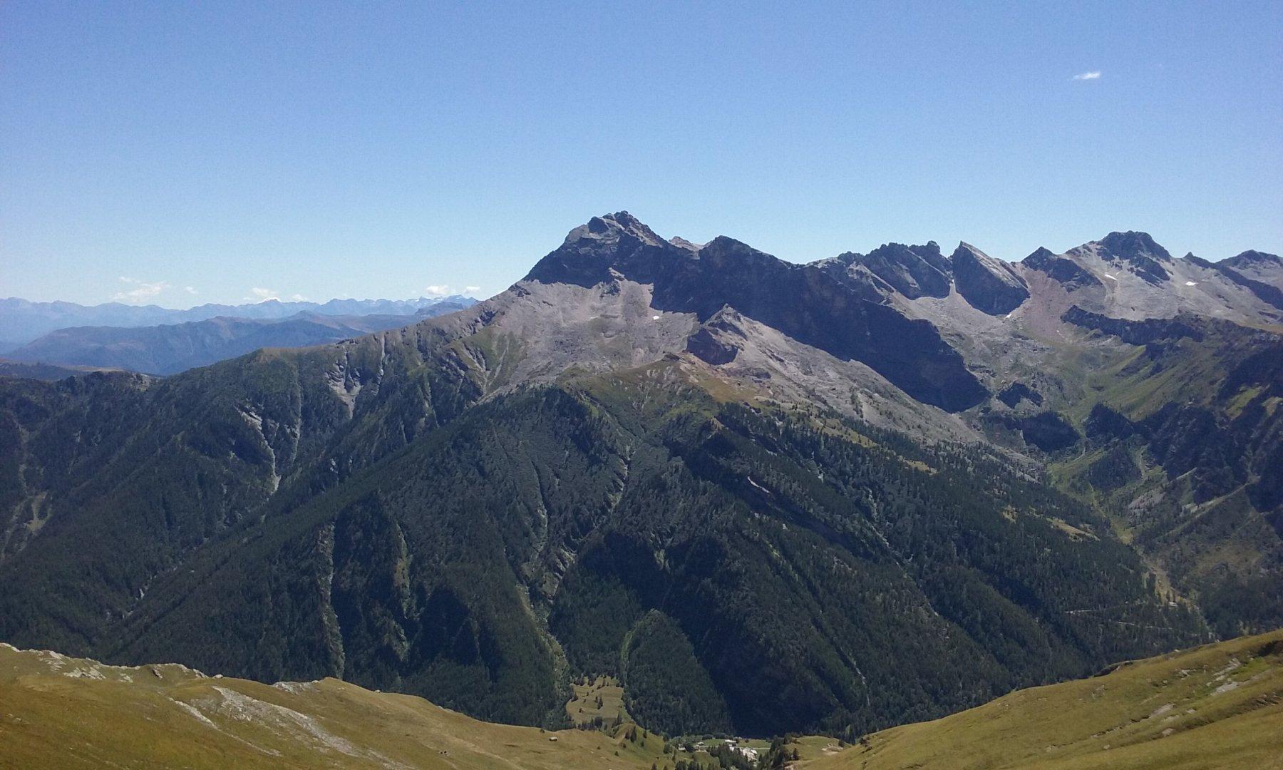 Il Pelvo d'Elva e la Valle di Bellino dal Colle di Bondormir