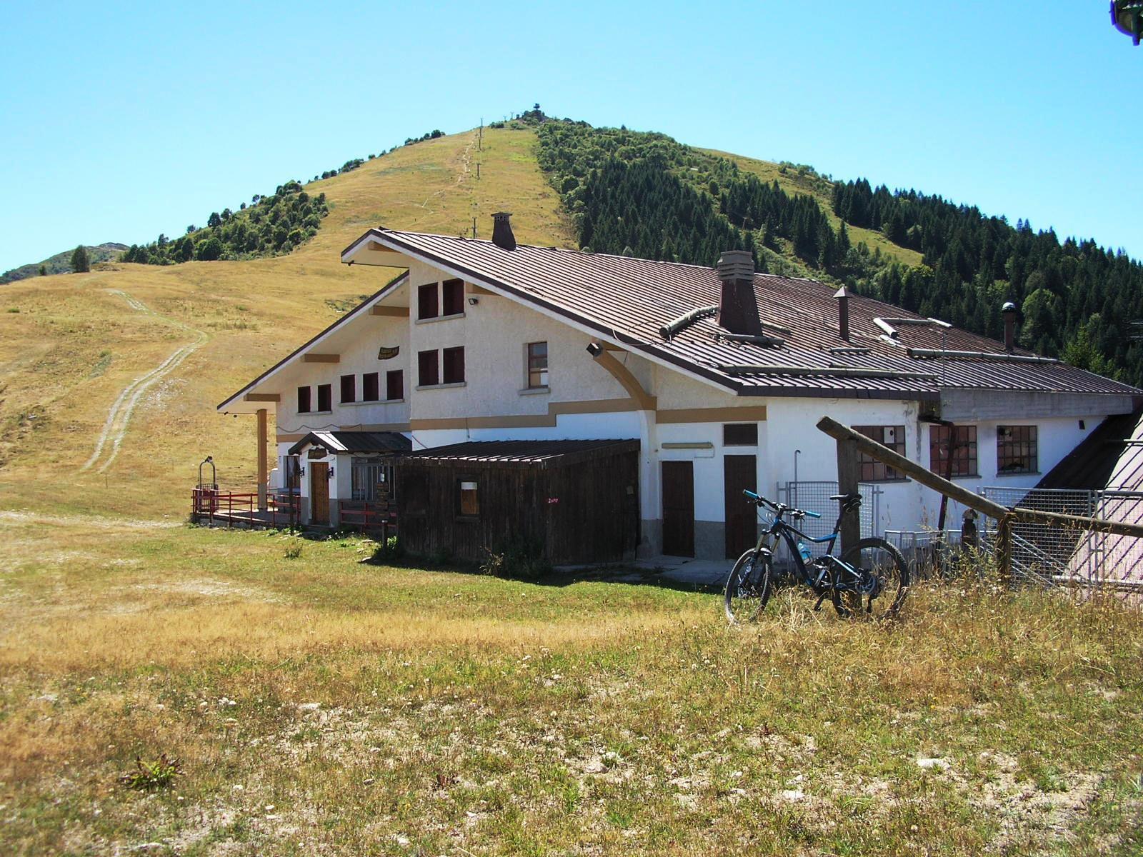 Baita Monte Pigna, malinconicamente chiusa pochi giorni prima di ferragosto