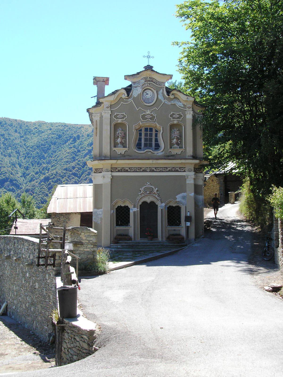 Chiesa in frazione Sant'Anna