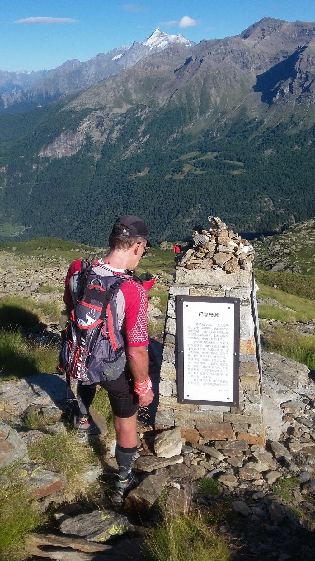 Memoriale Yang Yuan, scendendo dal col Crosatie
