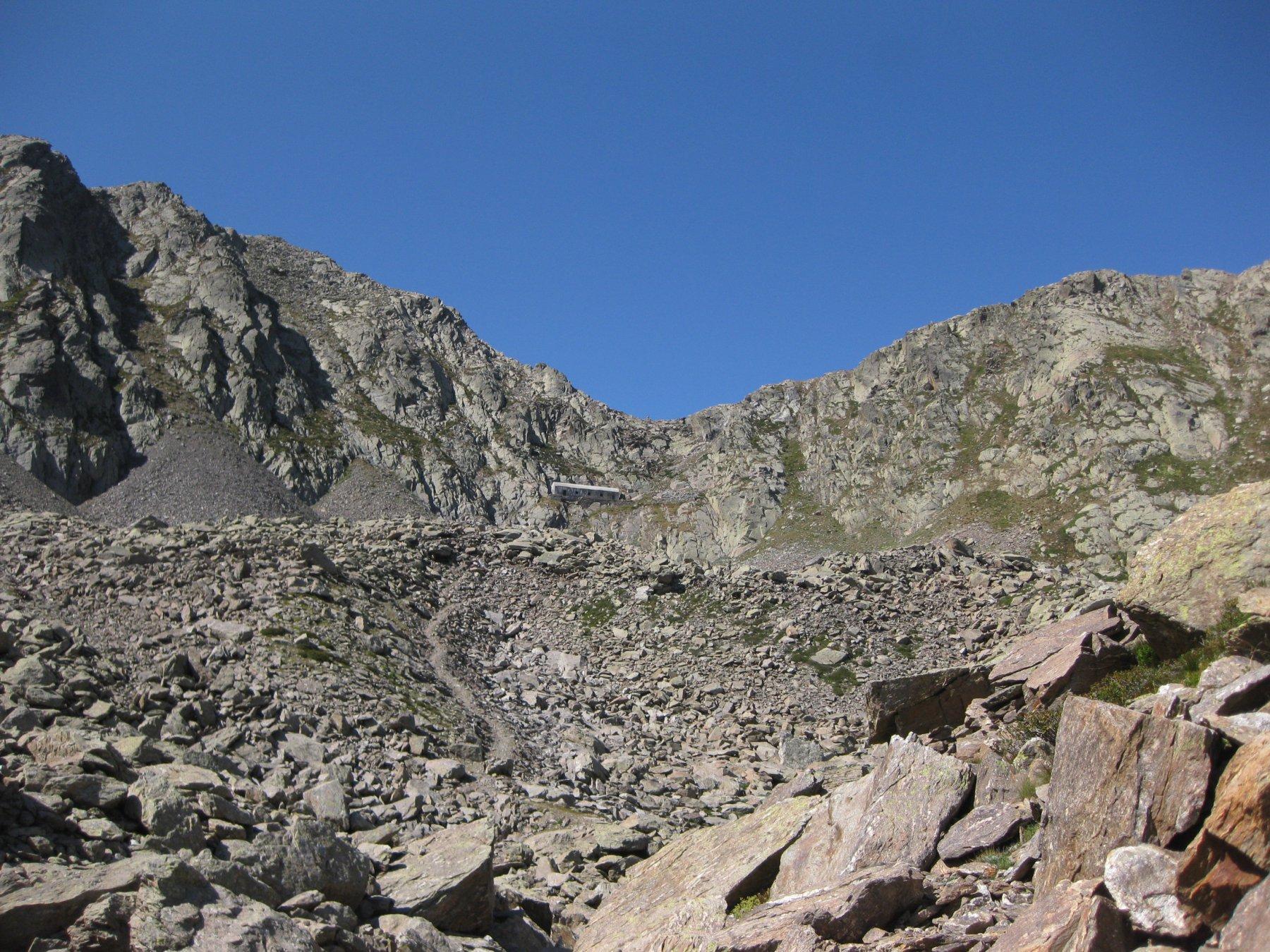parte alta vallone al centro il passo Barbacana