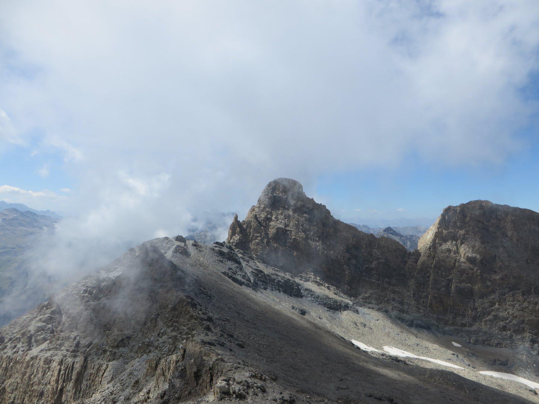 Il Pic d'Asti visto dalla cima