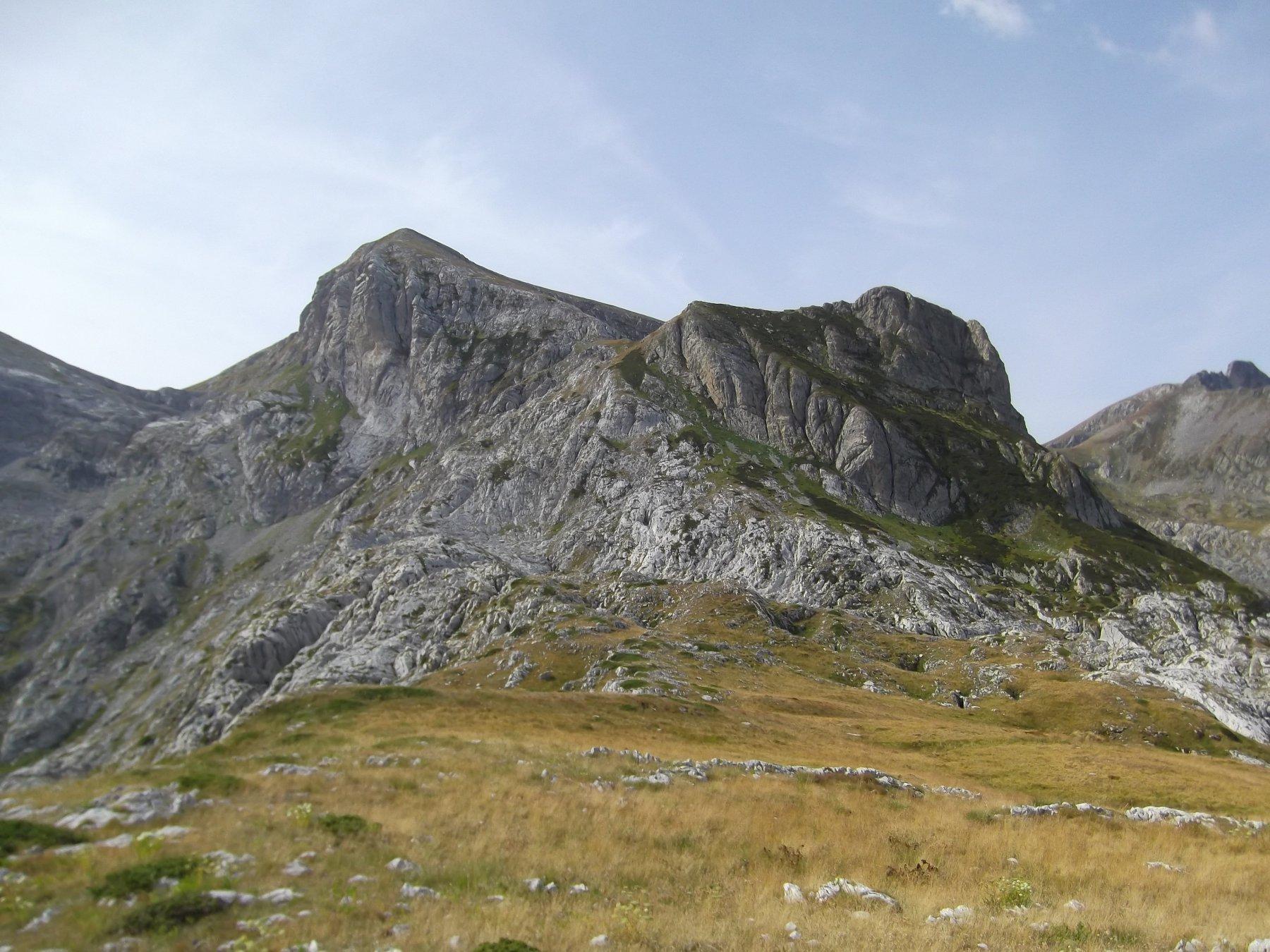 Cima Pian Ballaur con a dx la Rocca Maraquaia' dal contrafforte Biecai.