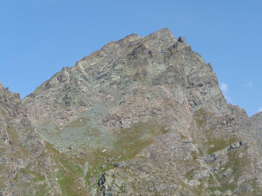 Al Colle Boina, 2412m all'improvviso appare l'elegante sagoma del Bric Bucie