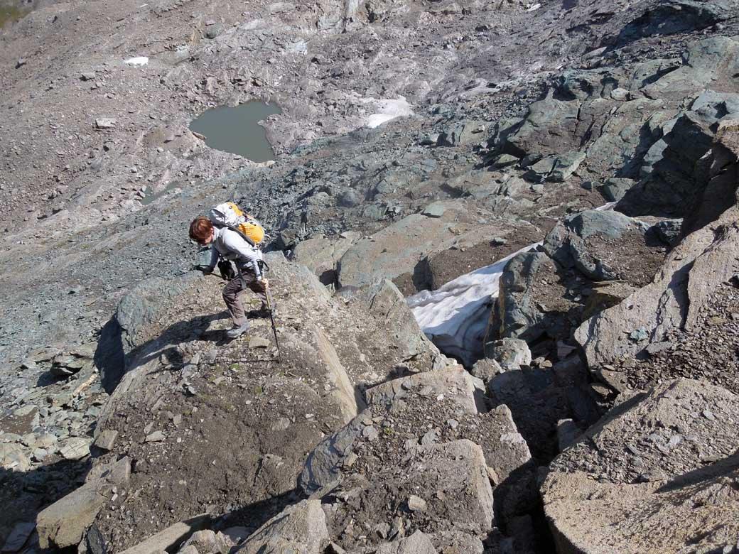 gradini rocciosi sopra il ghiacciaietto