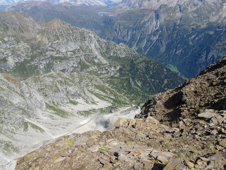 Il sentiero per il Margaroli visto dalla vetta
