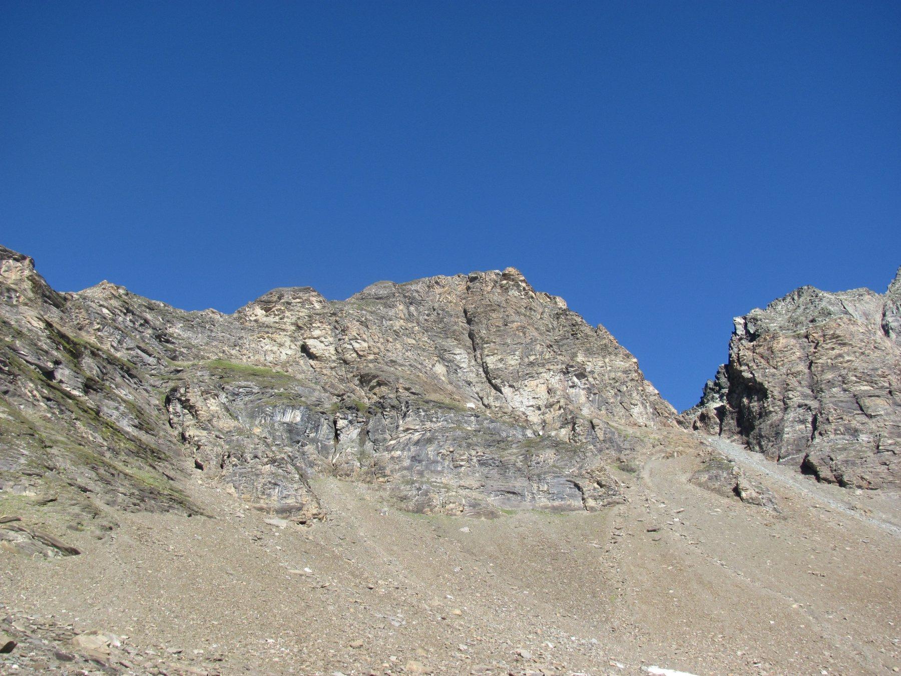 la Cima Gran Cocor vista salendo al passo, con il passo di Galisia