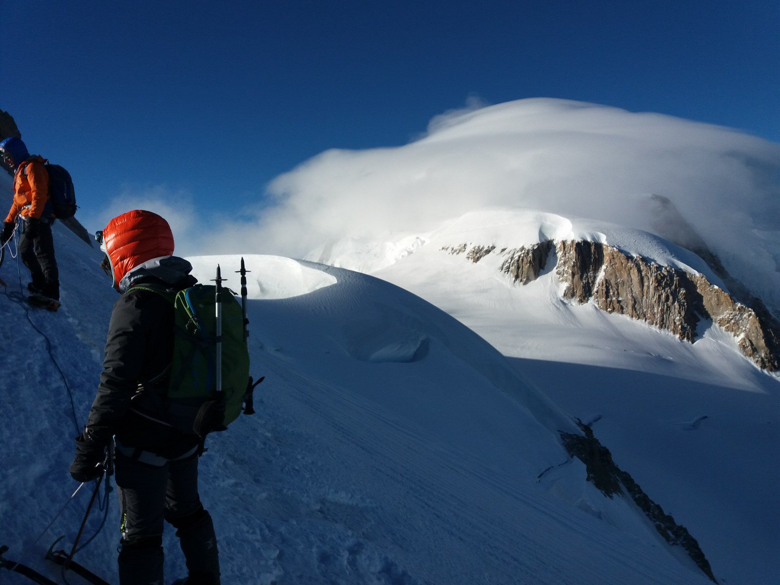Col maudit, cresta nevosa da percorrere per raggiungere il pendio finale e Bianco nella nebbia