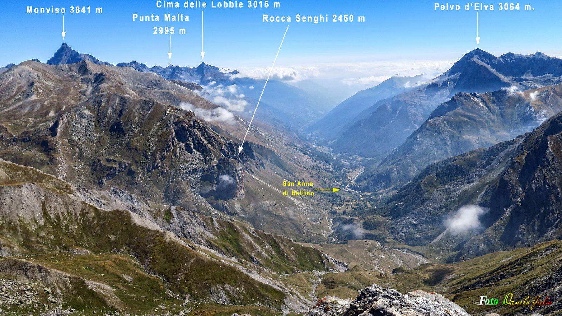 Dalla cima il panorama del Vallone di Bellino