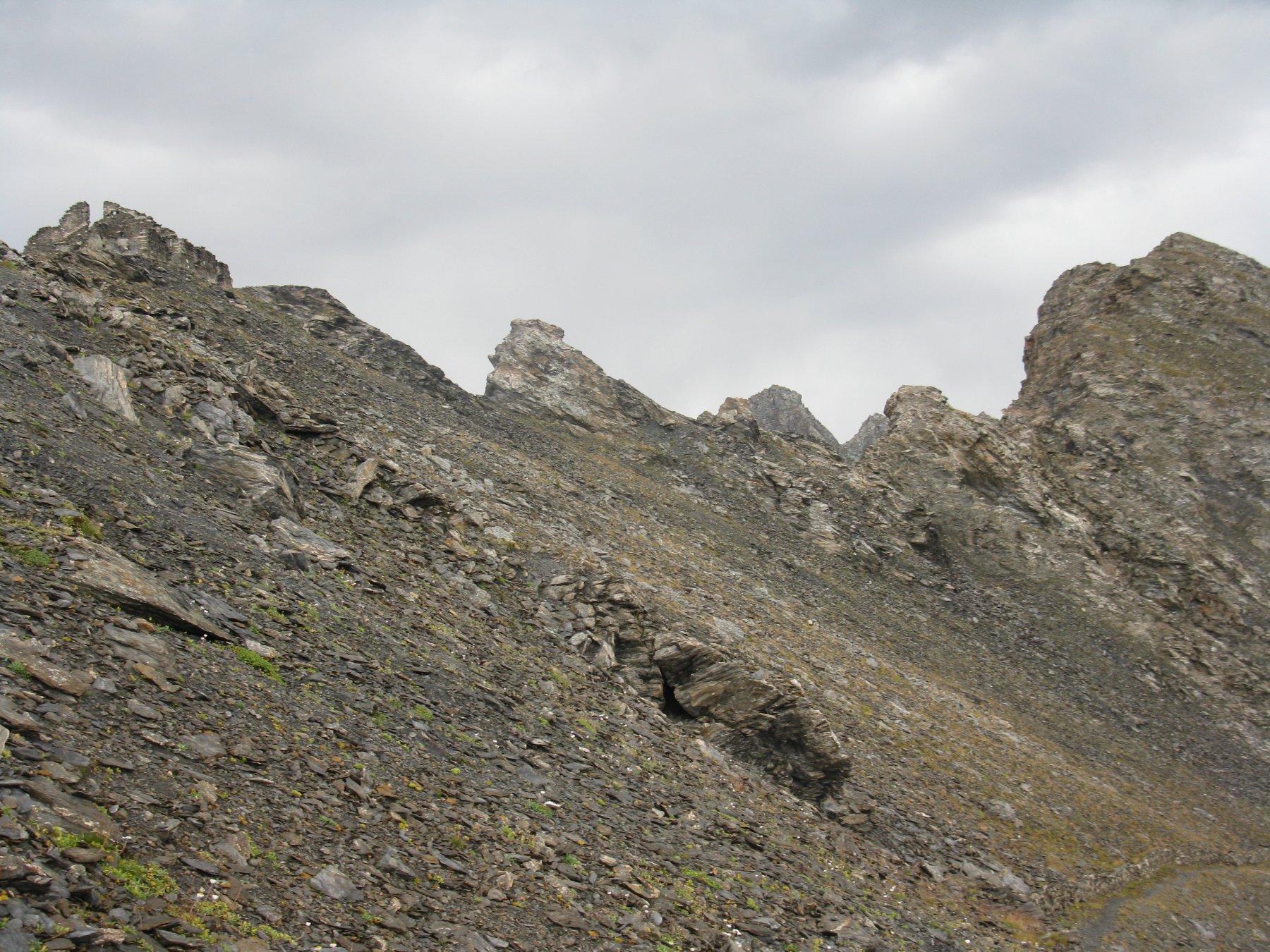 La cima (a sx) con la casermetta dal lato Val Germanasca