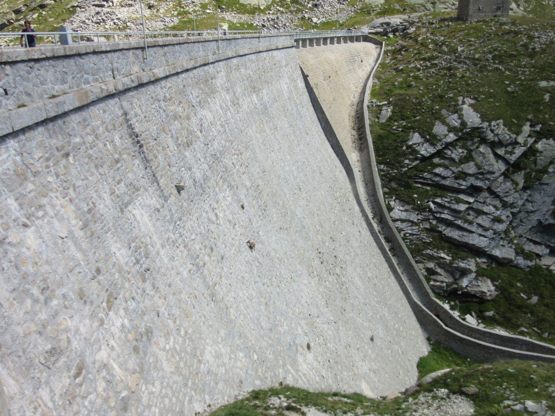 Spettacolo degli stambecchi alla diga del Cingino