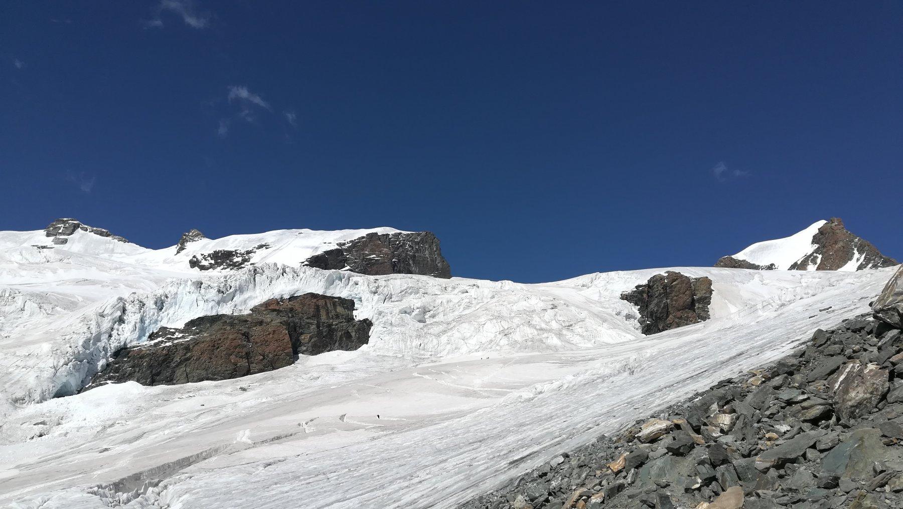 Polluce (sulla dx) visto dal rifugio Guide d'Ayas e condizioni attuali del ghiacciaio